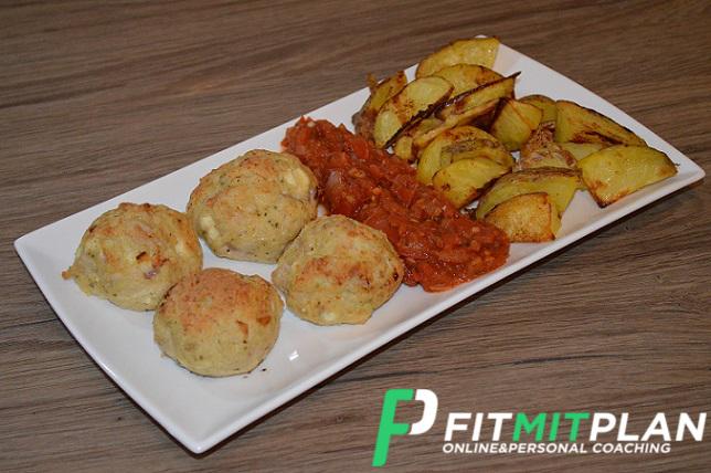 Geflügelhackbällchen mit Kartoffelecken - Serviervorschlag
